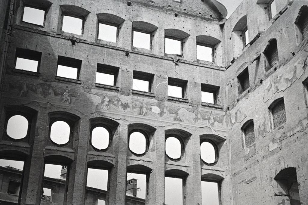 Rathaus, Goldener Saal, 1944 (Mai) - Fotograf: J. Eschenlohr, © Bayer. Landesamt für Denkmalpflege Bildarchiv, J. Eschenlohr