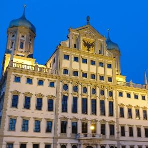 Das Augsburger Rathaus bei Nacht