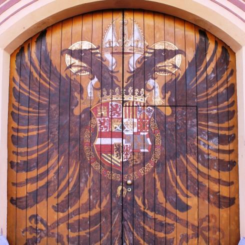 "Wappen auf dem ""Adlertor"" des Fuggerpalais"