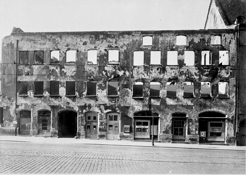 Fuggerpalast, hier Haus Maximilianstrasse 36, zerstört.