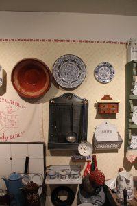Museumsführung mit Küchenutensilien im Lechfeldmuseum