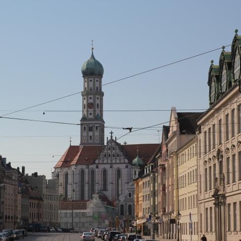 Basilika St. Ulrich und Afra ist die ehemalige Klosterkirche des Reichsklosters St. Ulrich und Afra